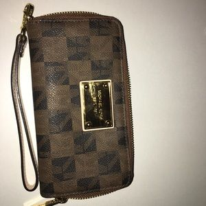Michael Kors Bags - Michale Kors Handbag with matching clutch